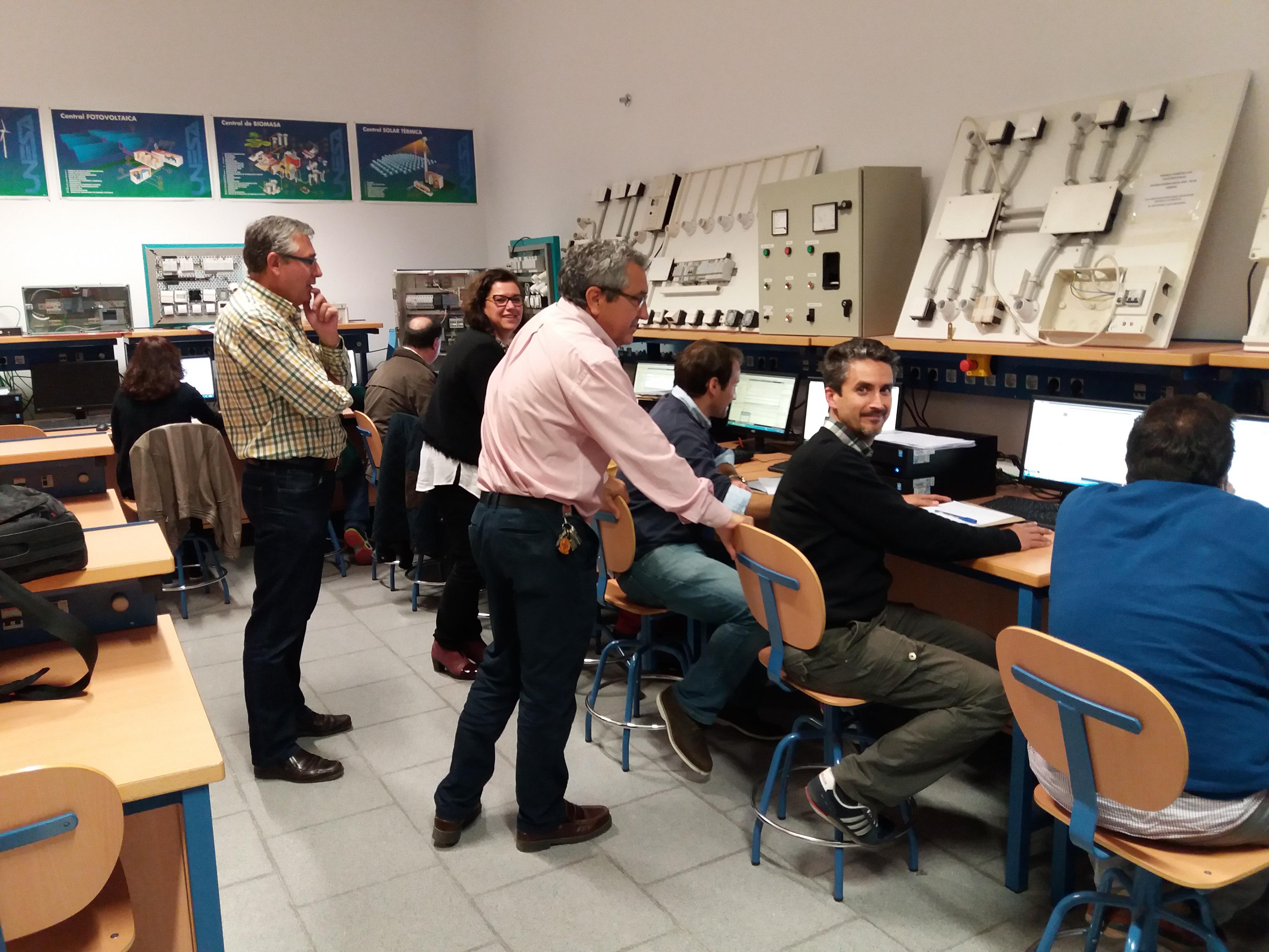 El IES Emilio Canalejo Olmeda acoge el curso de Iniciación a la Plataforma de Automatización TIA Portal