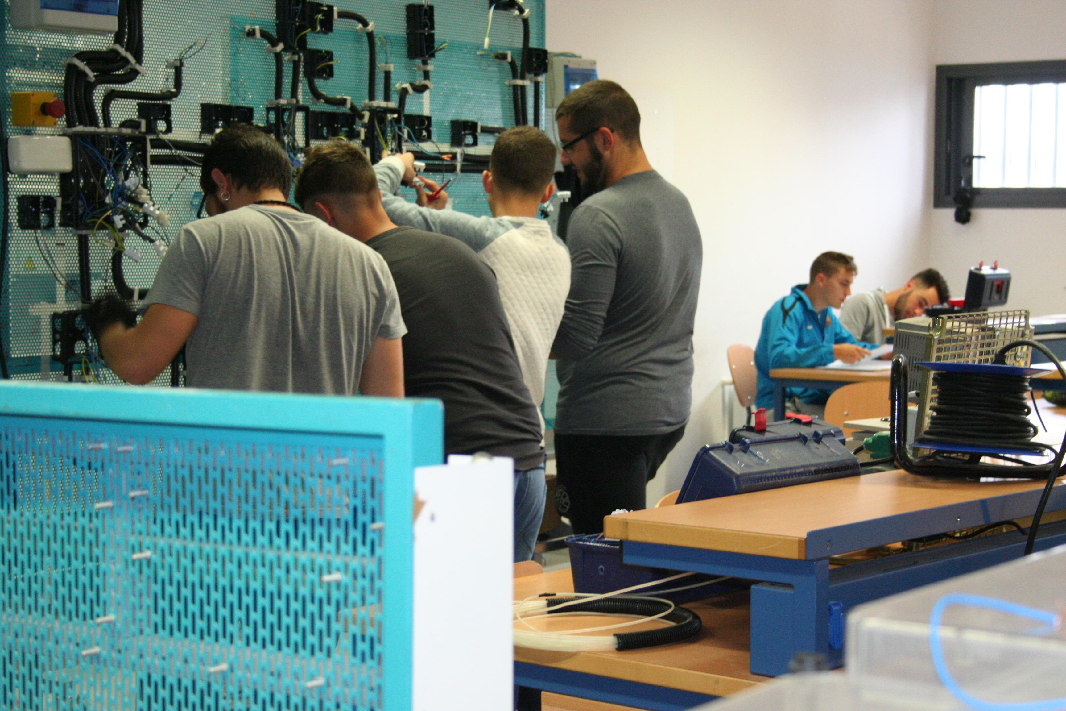 El IES Emilio Canalejo Olmeda ofertará el grado superior en Sistemas Electrotécnicos y Automatizados