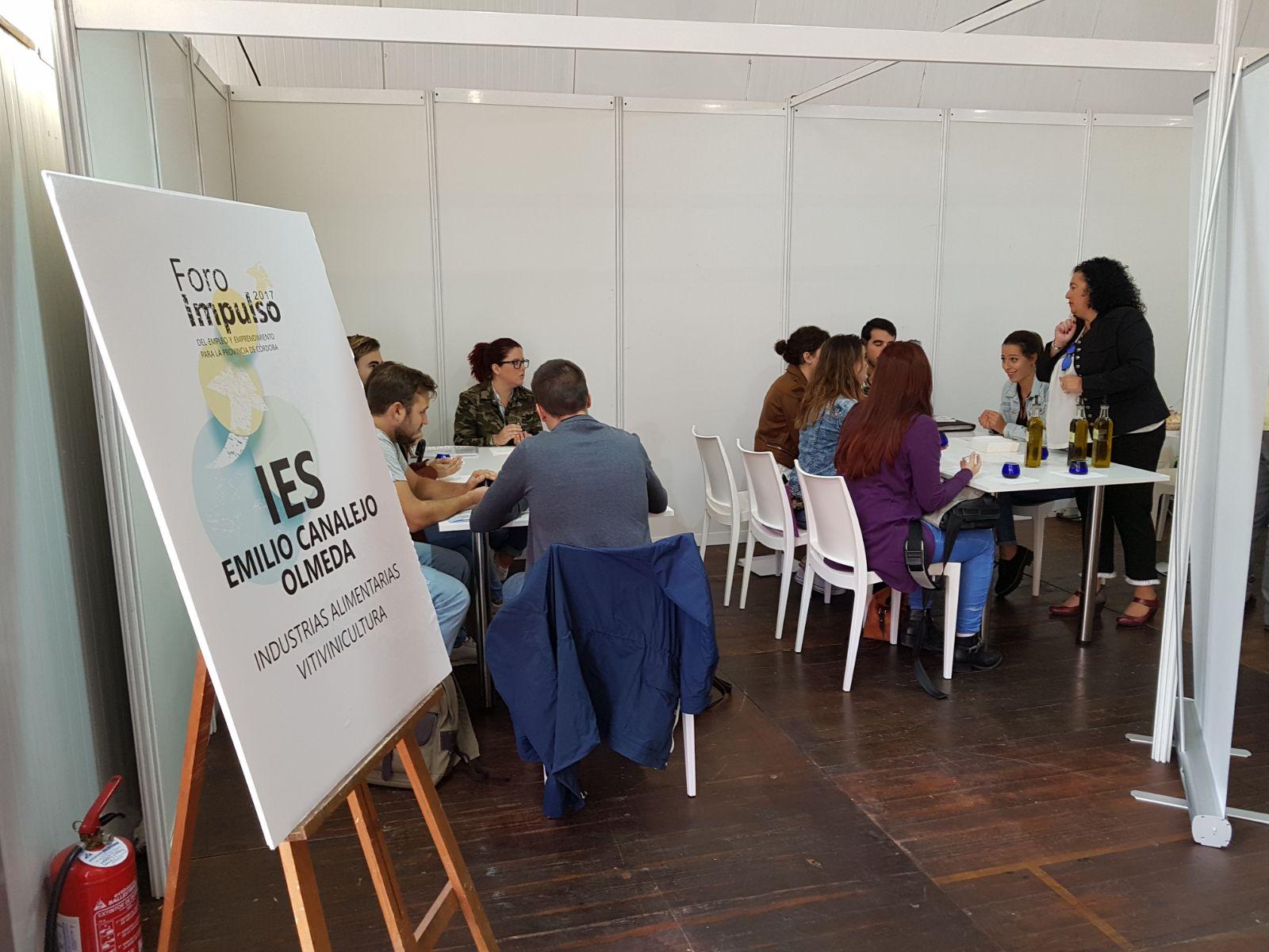 """Alumnos del ciclo de vinos y aceites del IES Emilio Canalejo participan en el Foro Impulso del Empleo"""""""