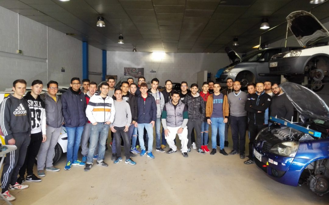 Alumnos de Carrocería y Electromecánica visitan RacinGcor y la Muestra de Maquinaria