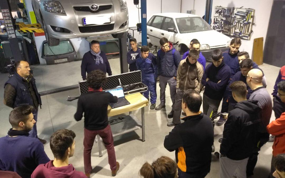 Alumnos de los ciclos formativos de Carrocería y Electromecánica participan en unas jornadas formativas de la empresa CAR-O-LINER