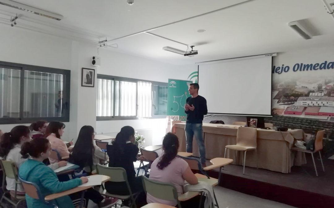Francisco Onieva enseña a nuestros alumnos cómo es el proceso de creación literaria