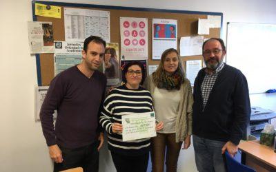Entrega de la recaudación del mercadillo solidario a AMFIMO