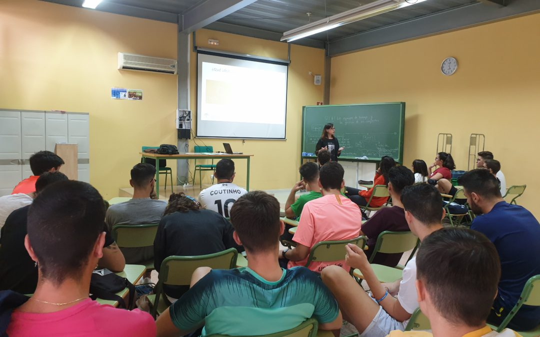 """Personal del CADE informa sobre el programa """"Talento Emprendedor"""" a nuestros alumnos"""